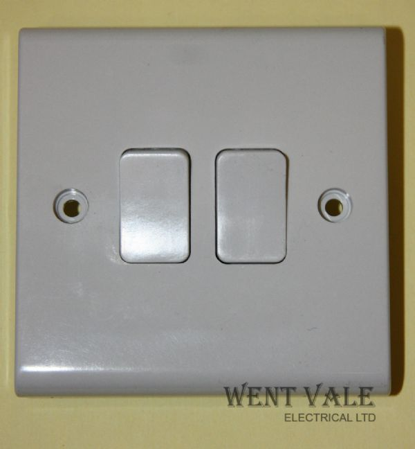 Deta Slimline - S1240  - 10a Two Gang One Way Plate Switch New